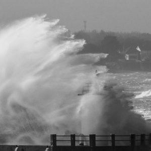 Le port sous les vagues
